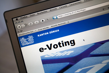The authorities say security is a priority in e-voting (Keystone)